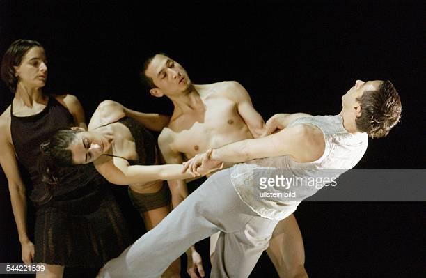 Schaubuehne Berlin Titel Impromtus Regie Choreographie Sasha Waltz Buehne Thomas Schenk Sasha Waltz Kostueme Christine Birkle Premiere 17 April 2004...