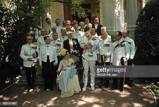 Orthodox Baptism Of The Crown Prince Paul Of Greece En Grèce en juin 1967 à la sortie de l'église orthodoxe lors du baptême du Prince Paul De GRECE...