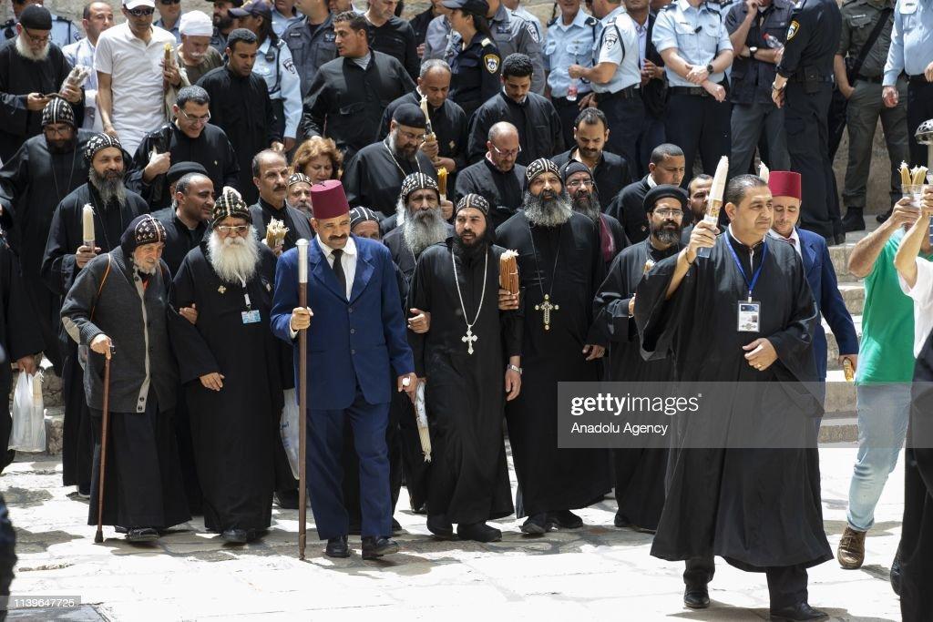 Holy Fire descends to Church of Holy Sepulchre in Jerusalem : Nachrichtenfoto