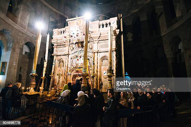 orthodox christmas in church of holy sepulchre, jerusalem, israel - jesus tomb stock pictures, royalty-free photos & images