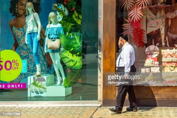 orthodoxe jood op regent street - keppeltje stockfoto's en -beelden