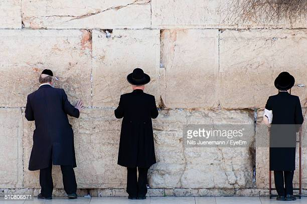 orthodox jewish men praying at the wailing wall - jewish man stock photos and pictures