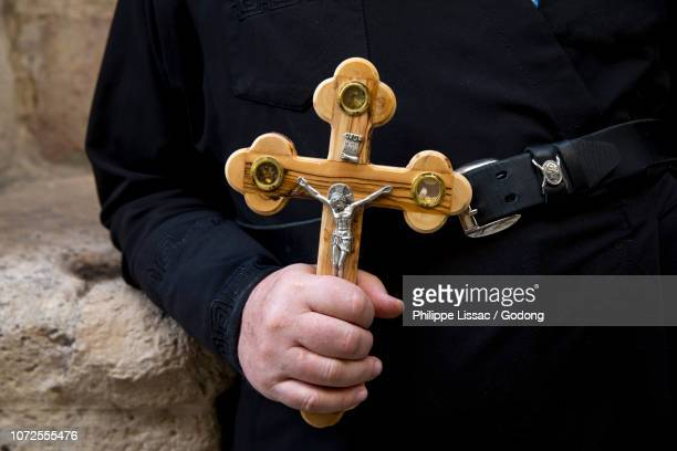 orthodox pilgrim in jerusalem, israel. - good friday stock pictures, royalty-free photos & images