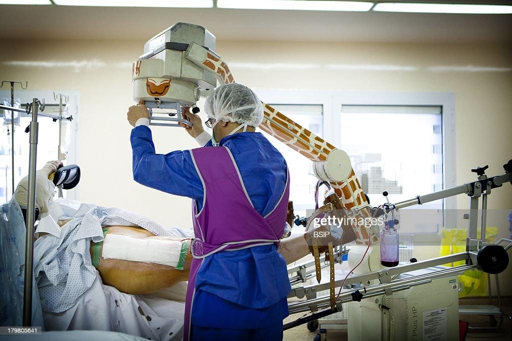 Hip Prosthesis, Surgery : News Photo