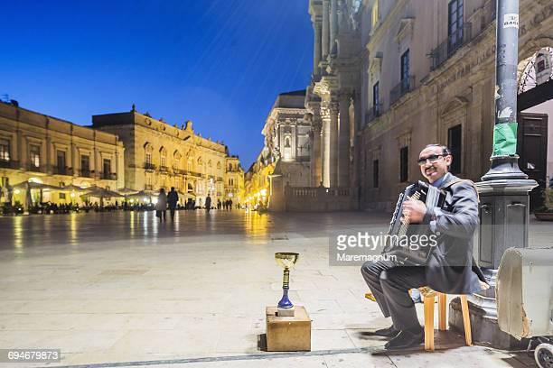 Ortigia (Ortygia), accordion player