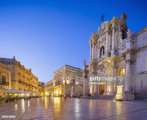 Ortigia (Ortygia), Piazza (square) Duomo
