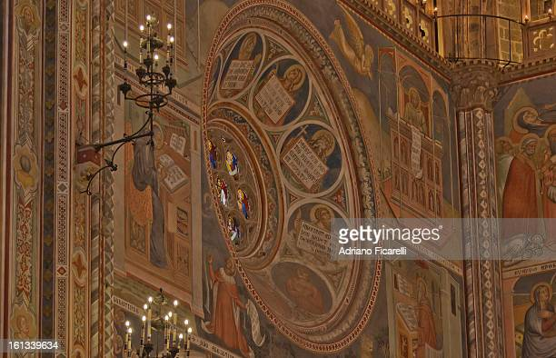 orvieto cathedral - partial view of the apse - adriano ficarelli stock pictures, royalty-free photos & images
