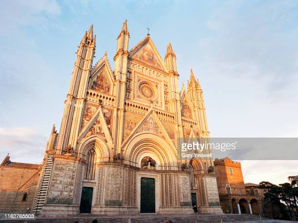 orvieto duomo at sunset - orvieto stock pictures, royalty-free photos & images