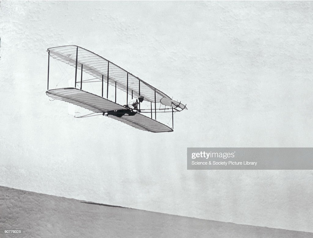 The Wright Brothers modified third glider in flight, 1902. : ニュース写真