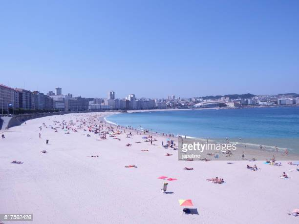 orzan beach and view of the city of la coruña. the beach is in the center of the city - a coruña stockfoto's en -beelden