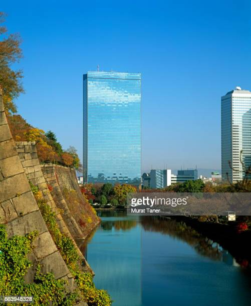 osaka castle moat and crystal tower - 大阪ビジネスパーク ストックフォトと画像