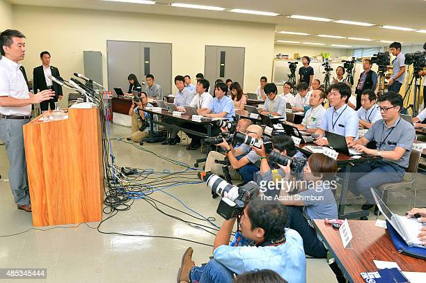 Osaka City Mayor Toru Hashimoto speaks during a press conference at Osaka City Hall on August 27 2015 in Osaka Japan Hashimoto announces to withdraw...