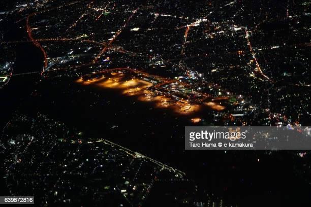 osaka international airport aerial night view from airplane - 大阪国際空港 ストックフォトと画像