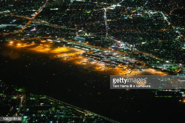 osaka international airport itami (itm) in japan night time aerial view from airplane - 大阪国際空港 ストックフォトと画像