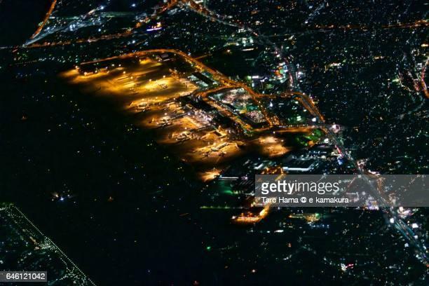osaka international airport, itami, night time, aerial view from airplane - 大阪国際空港 ストックフォトと画像