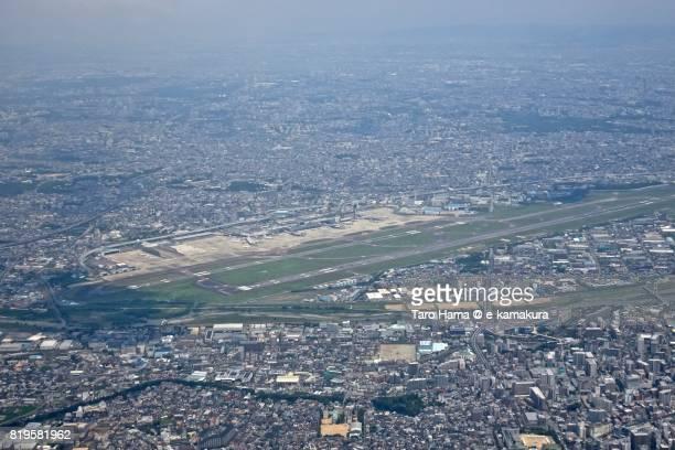 osaka itami international airport daytime aerial view from airplane - 大阪国際空港 ストックフォトと画像