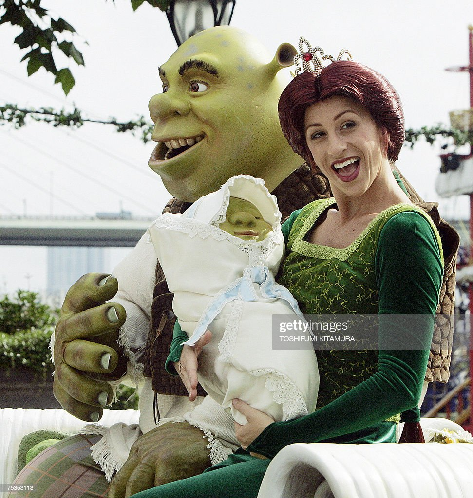 Shrek And Princess Fiona Smile From The Onion Carriage