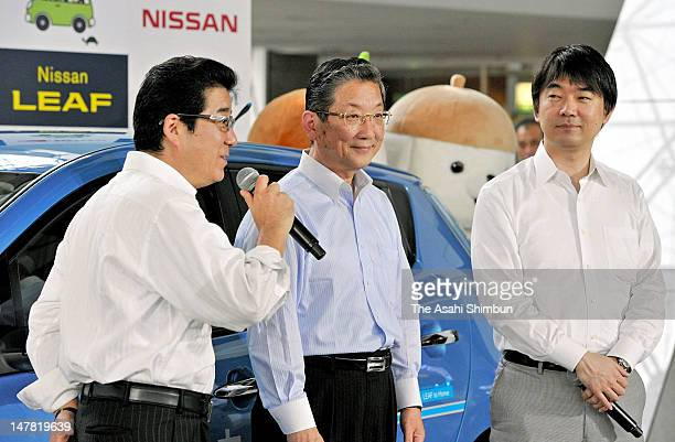 Osaka Prefecture Governor Ichiro Matsui Nissan Motor Co COO Toshiyuki Shiga and Osaka City mayor Toru Hashimoto attend the launching ceremony at...