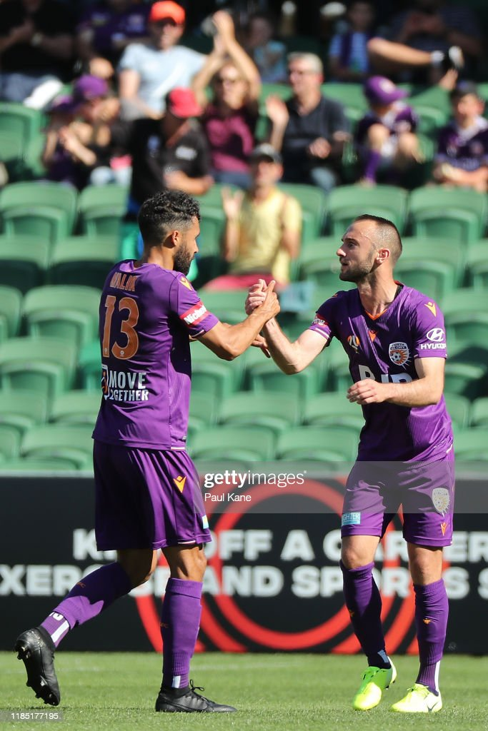 A-League Rd 4 - Perth v Central Coast : News Photo