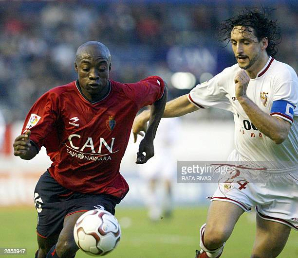 Osasuna's Cameroonian Pierre Achille Webo competes with Sevilla's Pablo Alfaro 11 January 2004 during a Spanish Liga soccer match at the Sadar...