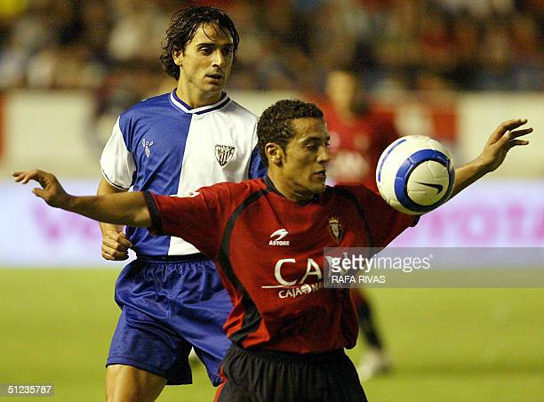 Osasuna's Moroccan Mohammed El Yaagoubi Moha vies with Athletic's Javi Gonzalez 29 August 2004 during a Spanish league football match at the Sadar...