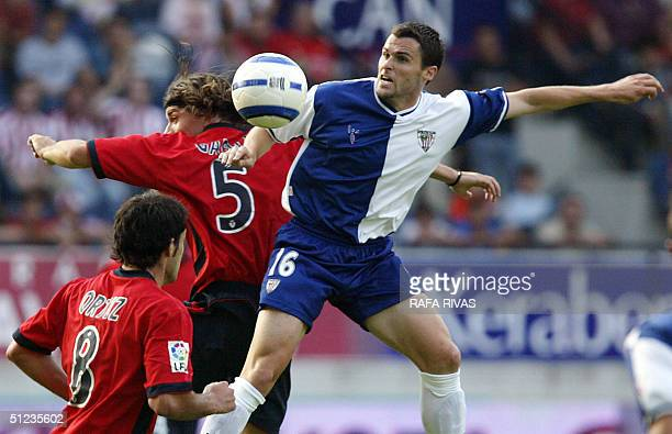 Osasuna's Uruguayian Pablo Garcia jumps for the ball with Athletic's Pablo Orbaiz 29 August 2004 during a Spanish league football match at the Sadar...