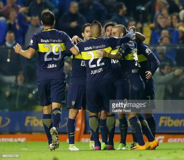 Oscar Benitez of Boca Juniors celebrates with teammates Dario Benedetto Fernando Gago Pablo Perez Cristian Pavon and Leonardo Jara after scoring the...
