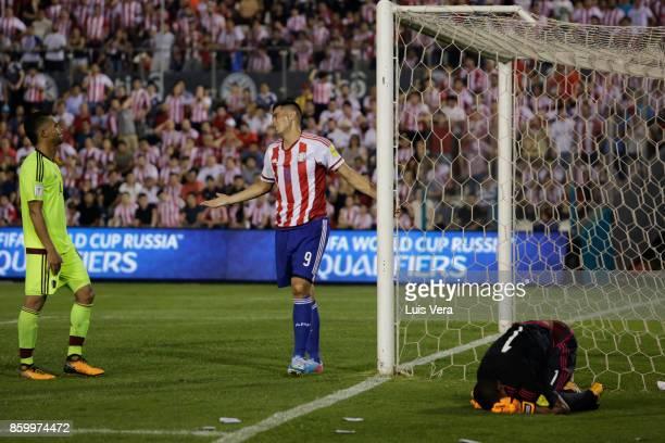 Oscar Cardozo of Paraguay argues with Yangel Herrera of Venezuela as Wuilker Fariñez goalkeeper of Venezuela reacts during a match between Paraguay...