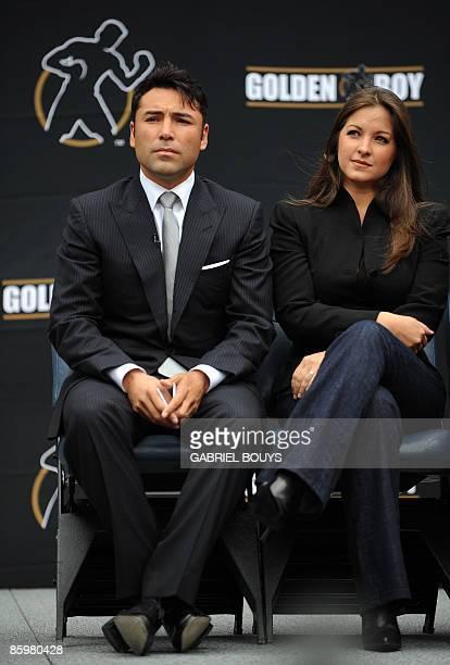 Oscar De La Hoya and his wife Millie Corretjer listen to Los Angeles Mayor Antonio Villaraigosa after De La Hoya announced his retirement from boxing...