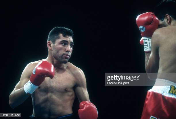 Oscar De La Hoya and Rafael Ruelas fight for the WBO and IBF lightweight titles on May 6, 1995 at the Coliseo Rubén Rodríguez in Bayamón, Puerto...