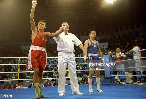 Oscar De La Hoya celebrates after a fight against Hong Sung Sik of Korea during the Olympic Games in Barcelona Spain Mandatory Credit David Cannon...