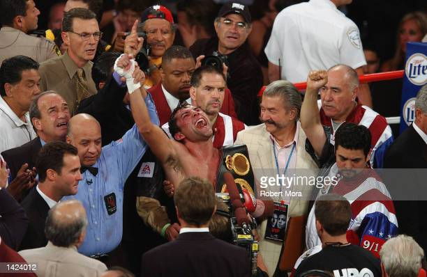 Oscar De La Hoya celebrates his TKO in the 11th round over Fernando Vargas after their world super welterweight/Jr middleweight championship fight at...