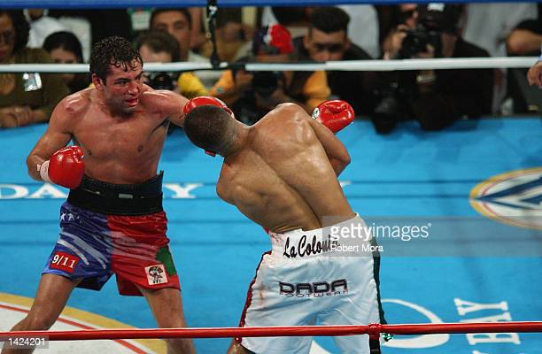 Oscar De La Hoya connects with a left on Fernando Vargas during their world super welterweight/Jr middleweight championship fight at the Mandalay Bay...