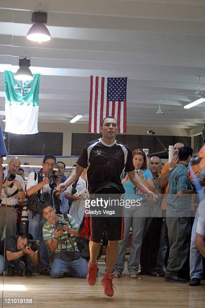 Oscar De La Hoya during a training session at the Wilfredo Gomez Boxing Gym in Guaynabo Puerto Rico on April 12 2007 De La Hoya will fight Floyd...
