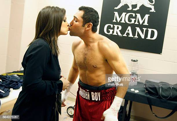 Oscar De La Hoya kisses his wife Millie before the Super Welterweight World Championship boxing match at the MGM Grand Garden Arena in Las Vegas...