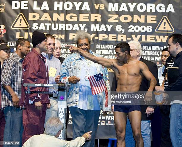Oscar De La Hoya poses with Ricardo Mayorga at the MGM Grand Garden Arena for their upcoming fight on May 5 2006 in Las Vegas Nevada The two will...
