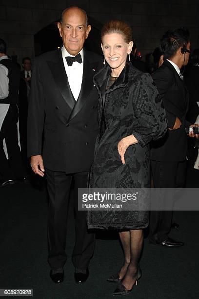 Oscar de la Renta and Annette de la Renta attend CFDA/Vogue 7th ON SALE 2007 Gala at 69th Regiment Armory on November 15 2007 in New York City