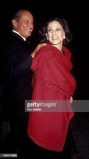 Oscar de la Renta and Annette Reed attend Dinner Gala Honoring Gianni Agnelli on October 29 1991 at the Metropolitan Museum of Art in New York City