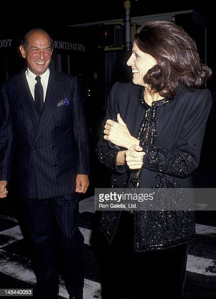 Oscar de la Renta and Annette Reed attend the birthday party for Lady Slim Keith on September 30 1987 at Mortimer's Restaurant in New York City