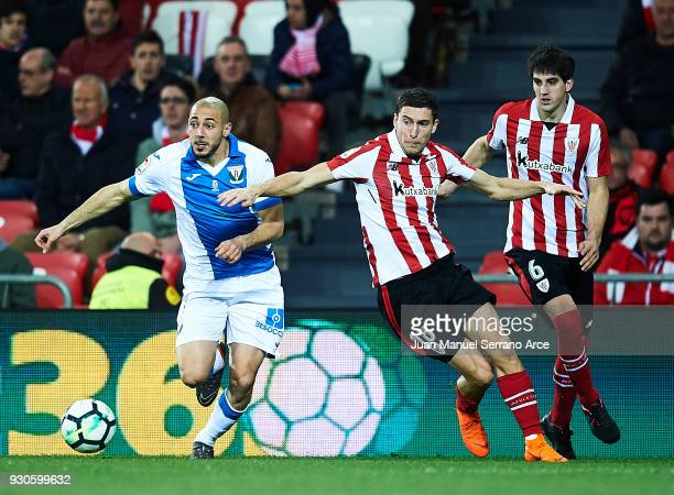 Oscar De Marcos of Athletic Club competes for the ball with Nourredine Amrabat of Club Deportivo Leganes during the La Liga match between Athletic...