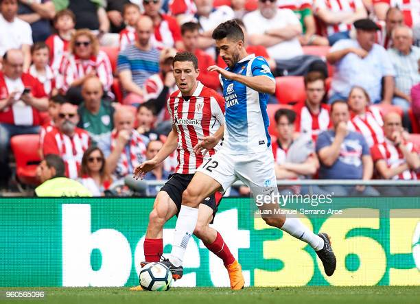 Oscar De Marcos of Athletic Club competes for the ball with Didac Vila Rossello of RCD Espanyol during the La Liga match between Athletic Club and...