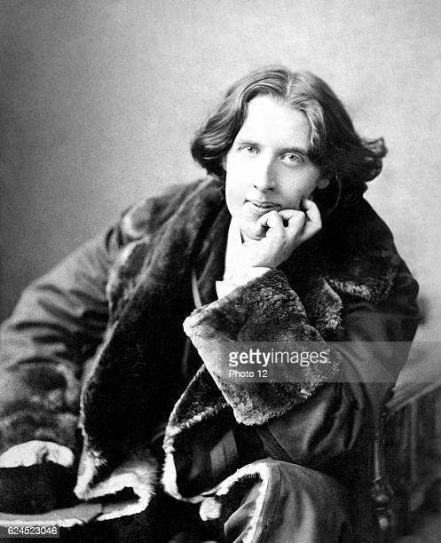 Oscar Fingal O'Flahertie Wills Wilde was an Irish writer poet and prominent aesthete Photograph taken in 1882 by Napoleon Sarony