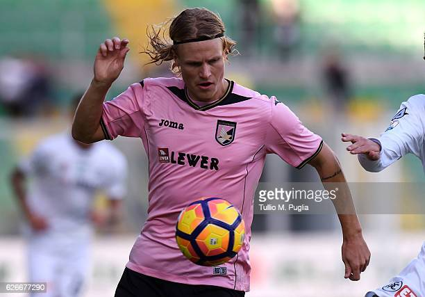 Oscar Hiljemark of Palermo in action during the TIM Cup A match betweenUS Citta di Palermo and AC Spezia at Stadio Renzo Barbera on November 30 2016...