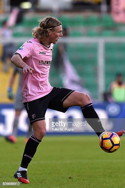 Oscar Hiljemark of Palermo in action during the TIM Cup match between US Citta di Palermo and AC Spezia at Stadio Renzo Barbera on November 30 2016...