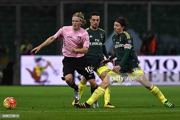 Oscar Hiljemark of Palermo is challenged by Riccardo Montolivo of Milan during the Serie A match between US Citta di Palermo and AC Milan at Stadio...