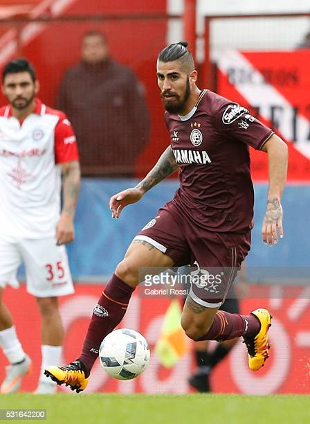 Oscar Junior Benitez of Lanus drives the ball during a match between Argentinos Juniors and Lanus as part of Torneo Transicion 2016 at Diego Armando...
