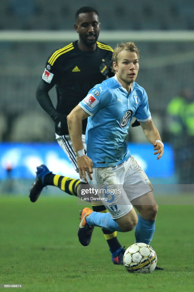 Oscar Lewicki of Malmo FF during the allsvenskan match between Malmo FF and AIK at Swedbank Stadion on October 23, 2017 in Malmo, Sweden.
