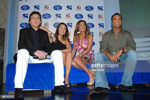 Oscar Mediavilla Erika de la Vega Mimi and Jon Secada during a press conference to present the 4th edition of the Latin American Idol through the...