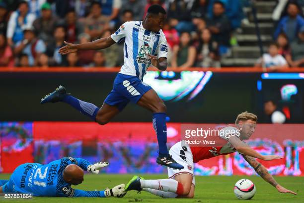 Oscar Murillo and Oscar Perez goalkeeper of Pachuca struggles for the ball with Cristian Menendez of Veracruz during the sixth round match between...
