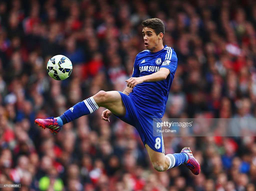 Oscar of Chelsea controls the ball during the Barclays Premier League match between Arsenal and Chelsea at Emirates Stadium on April 26, 2015 in London, England.